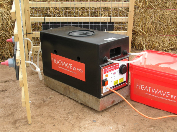 """Hans Koll Aufzuchtstränke """"Heatwave Milk Warmer™"""" von PyonProducts"""